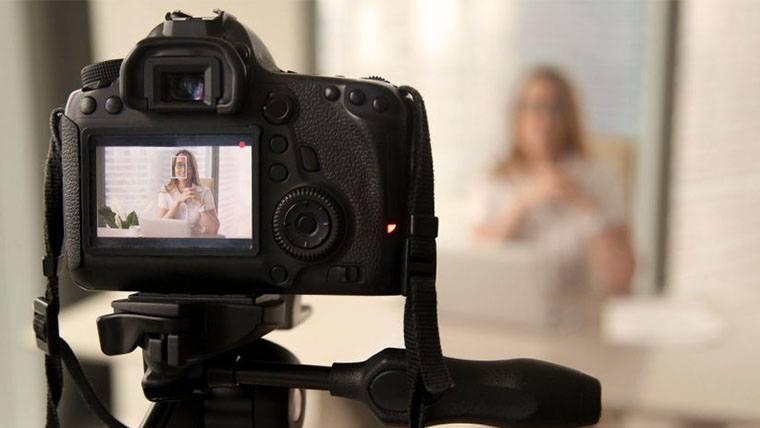 Best Video Cameras Under 1000